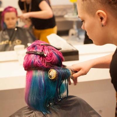 Pasja do odważnych kolorów – Wywiad z Martą Kaźmierczak