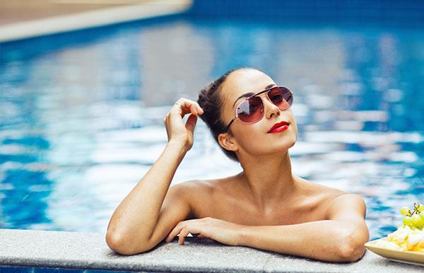 Jak dbać o włosy na wakacjach?
