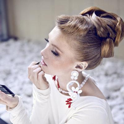 5 rad, dzięki którym fryzura przetrwa ślub i wesele