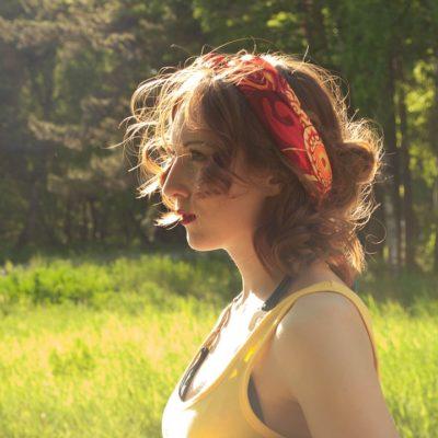 Jak zatroszczyć się o włosy po lecie?