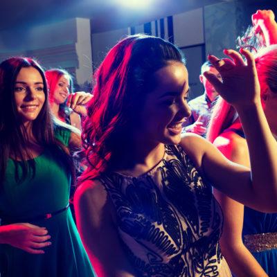 Sprawdź jaki typ fryzury pasuje do imprezy, na którą idziesz