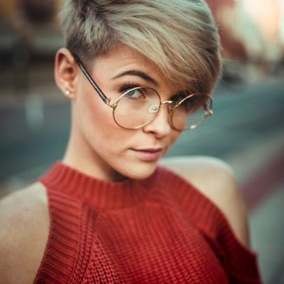 W jaki sposób ułożyć krótkie włosy? 3 praktyczne pomysły