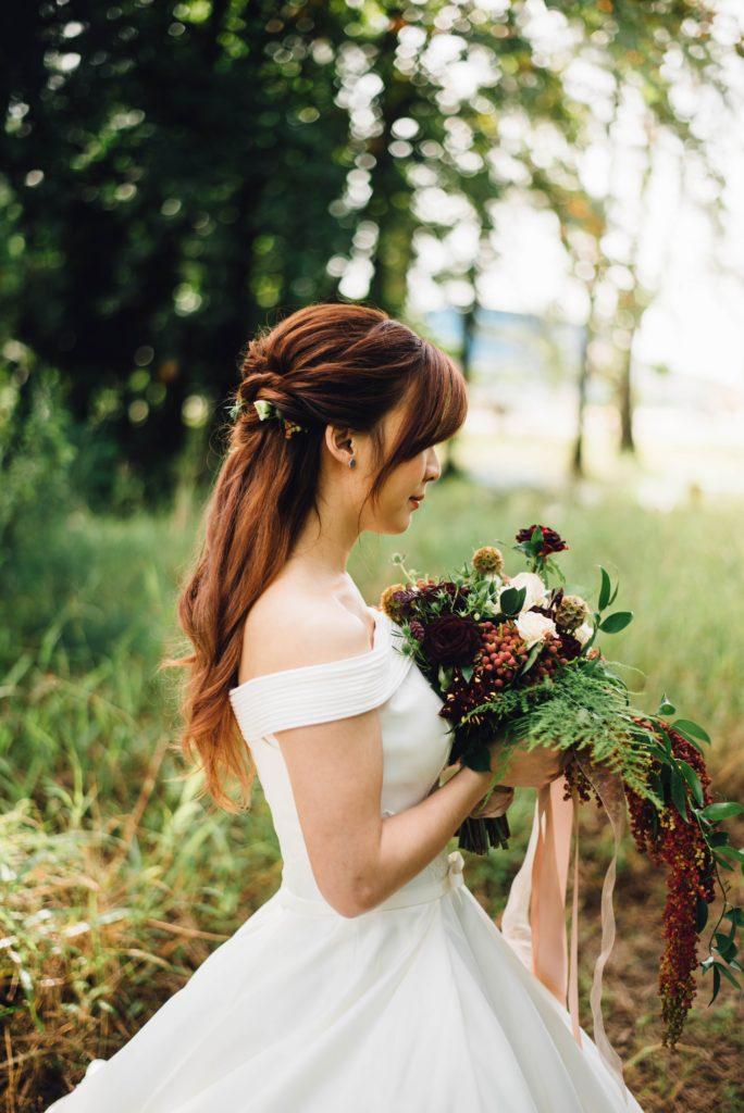 Fryzury ślubne 2019 długie włosy