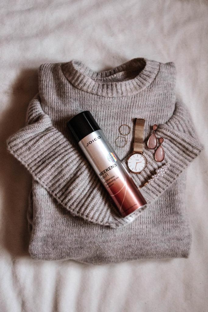 szampon w sprawy, joico weekend hair spray, beżowy sweter