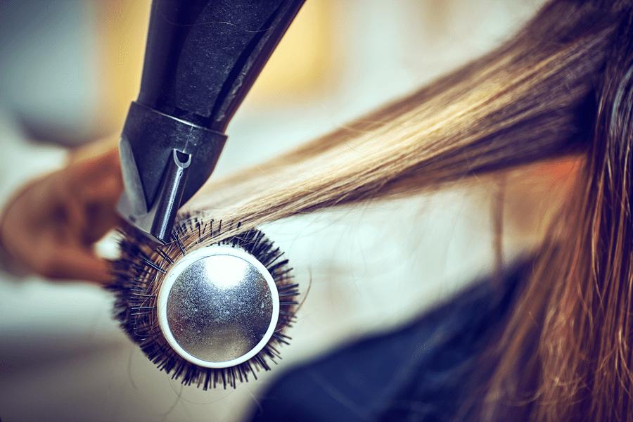 stylizowanie włosów, suszenie włosów na szczotce