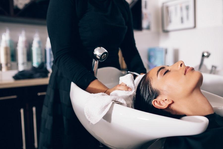 ziżycie wody w salonie fryzjerskim, sposoby na oszczędzanie energii