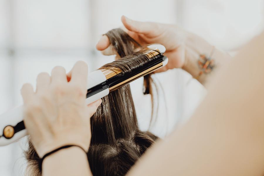 rozdwojone końcówki, pielęgnacja połamanych włosów