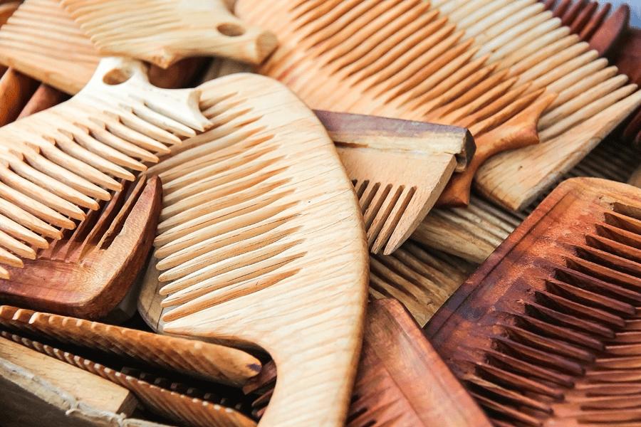 drewniane grzebienie, rozdwojone końcówki