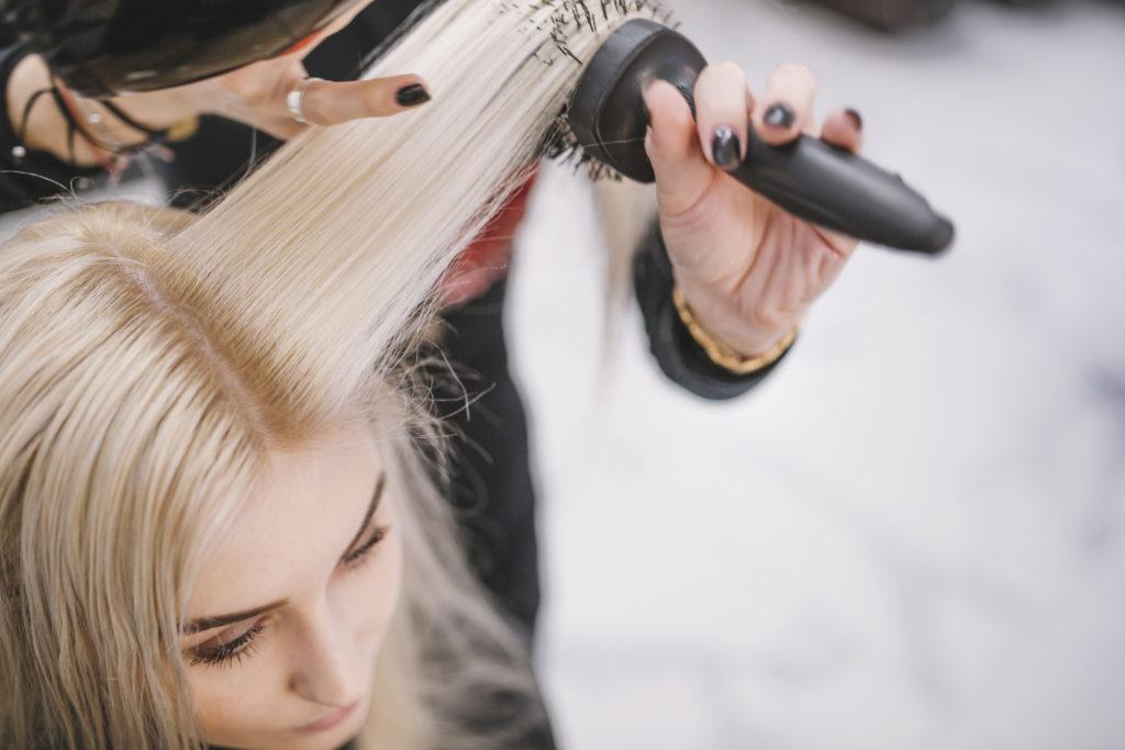 Jak dbać o włosy? Stylizacja włosów