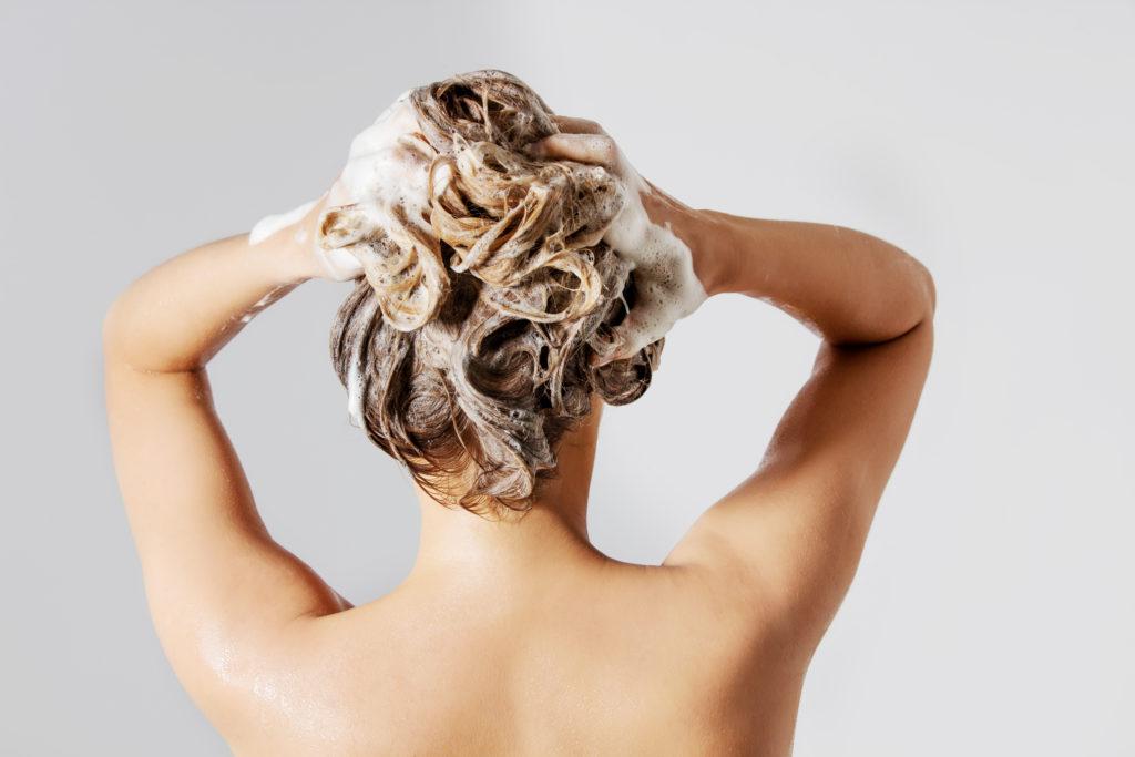 Jak dbać o włosy? Mycie włosów